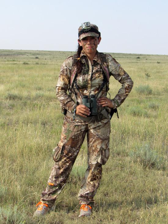 Mia-Anstine-wearing-SHE-lightweight-hunting-clothing-by-Lea-Leggitt