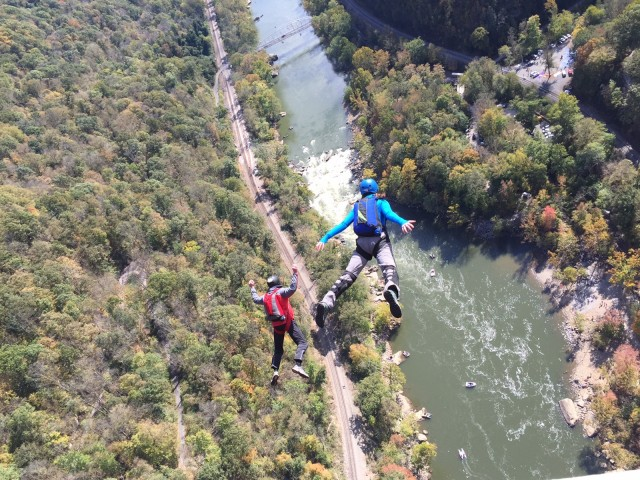 BASE jumper New River Bridge