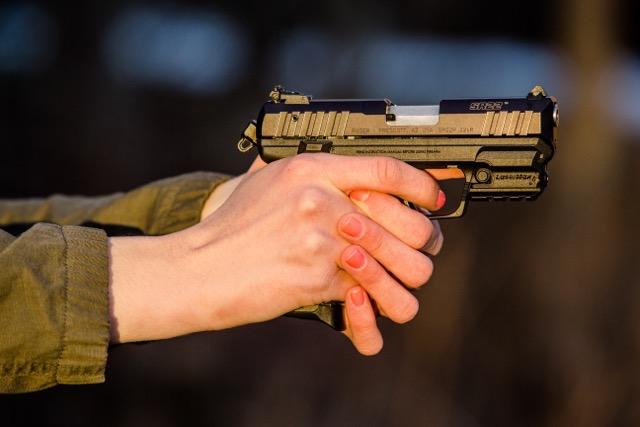 lasermax-woman-gun