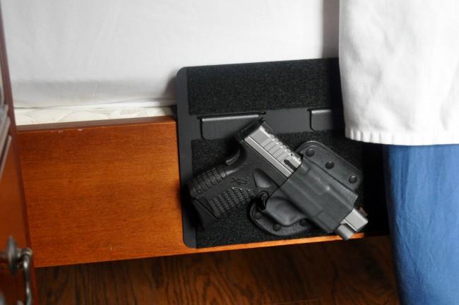 Crossbreed-purse-defender