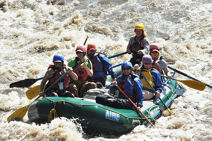 arizona-outdoor-women-river-rafting
