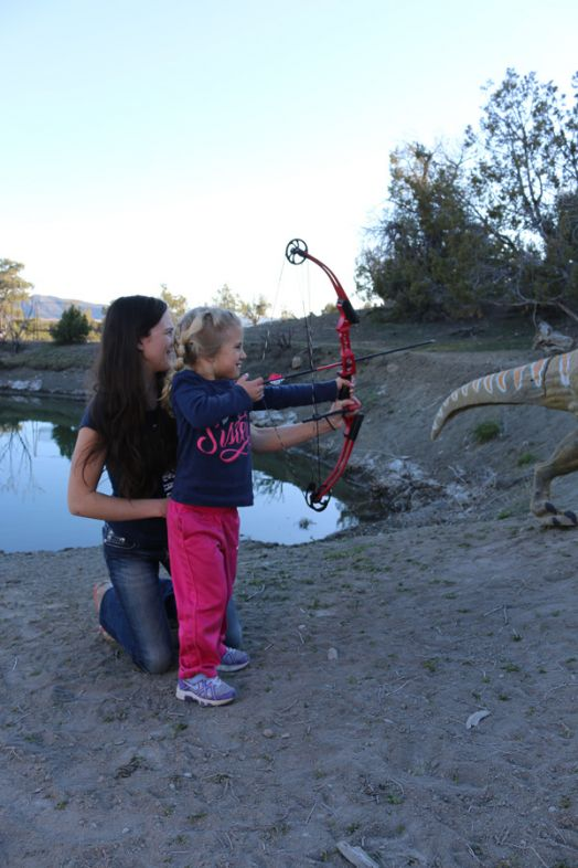 Lea-Leggitt-teaching-youth-archery-Mia-Anstine-photo