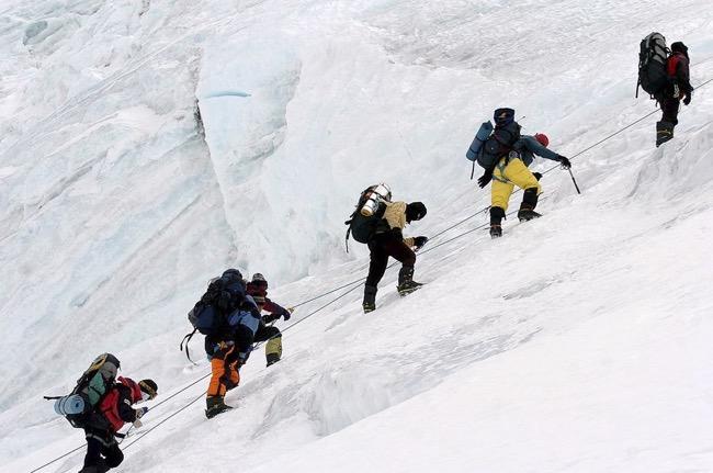 Vera koo climbs mount everest
