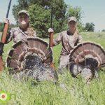 2-girls-hunting-turkeys