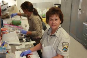marlene-rodarte-right-with-ashlie-peterson-southwestern-fish-health-unit-taking-tisses