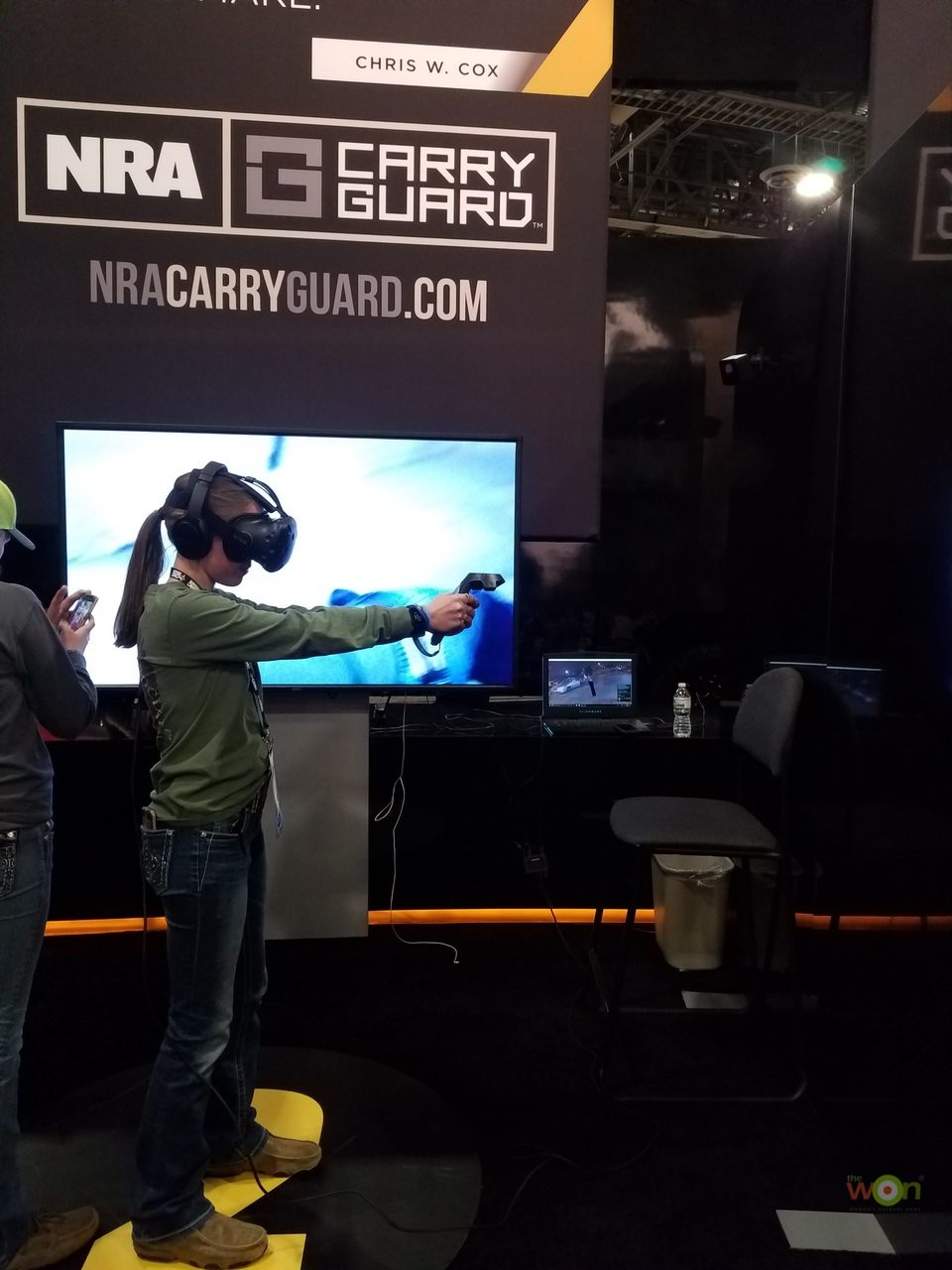 Virtual-Reality-2GirlsHunting SHOT Show