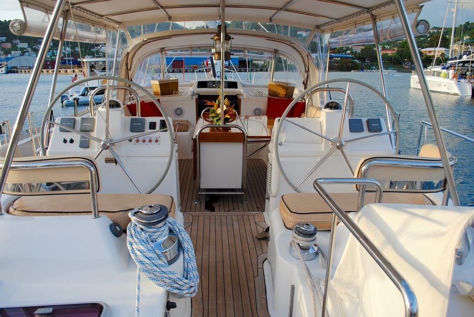 sailboat-interior boating safety tips