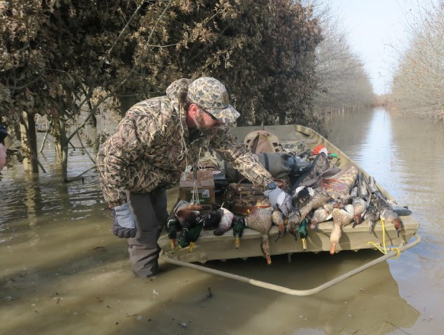 Charlie Holder from Sure Shots in Arkansas Duck Hunt