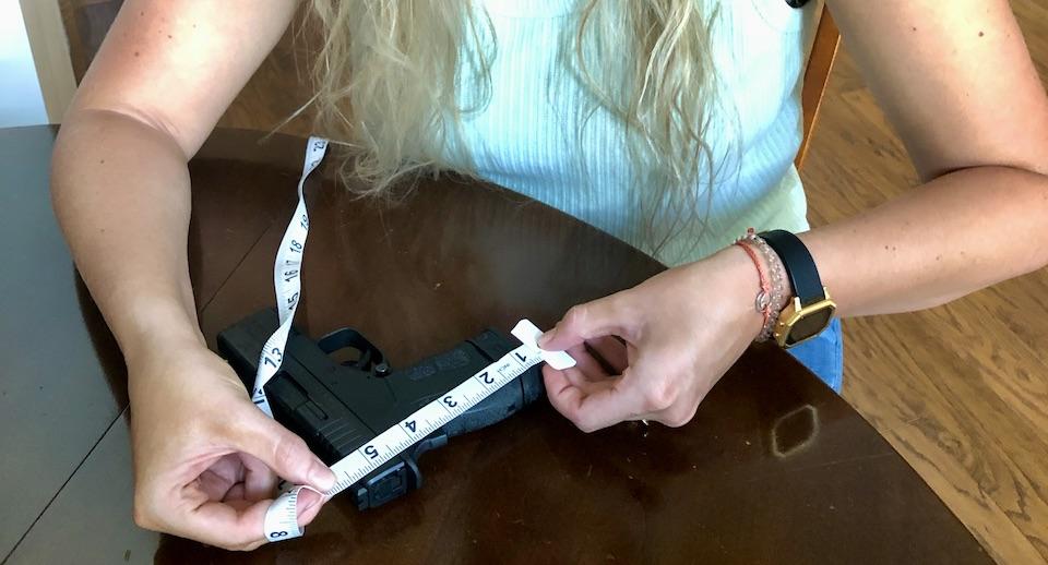 Measuring handgun