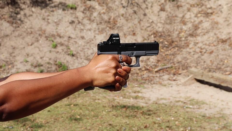 Avery Skipalis shooting GLOCK 19MOS