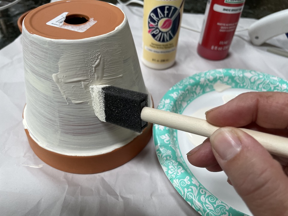Painting clay pot