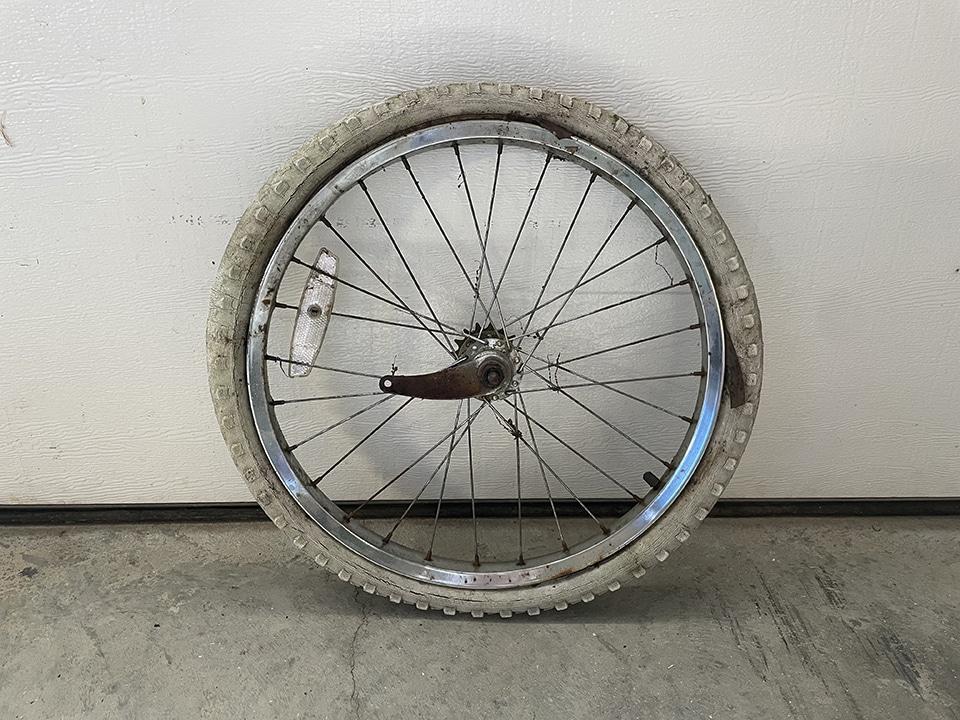 Bike wheel with tire